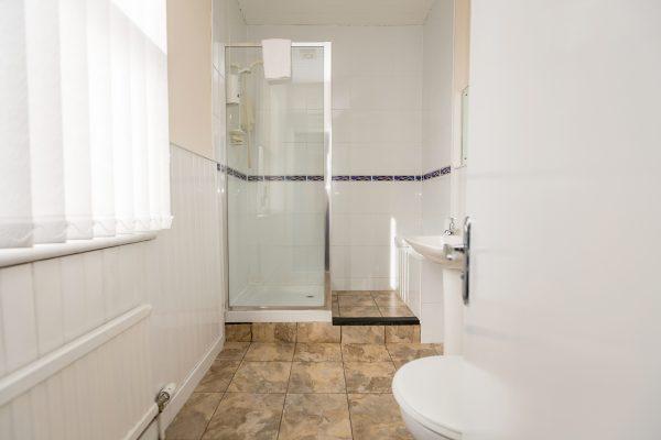Apartment-Bathroom-600x400