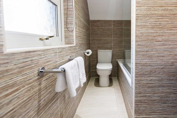 Business-Bathroom-600x400 (1)